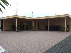 Moderne hoek tuinhuis blokhut S28 Sander met plat dak en 2 luifels