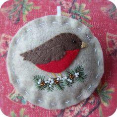 Idea - Holiday Robin Felt Christmas Ornament by TheTinyGarden on Etsy Bird Christmas Ornaments, Felt Christmas Decorations, Felt Ornaments, Christmas Tree, Beaded Ornaments, Christmas Projects, Felt Crafts, Holiday Crafts, Felt Birds