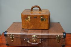 $31.90 ✿ bluefolkhome on etsy ✿  Vintage Brown Train Case 1950 1960 Small Ladies Overnight Bag