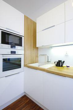 Kuchynská linka Kitchen Cabinet Colors, White Kitchen Cabinets, White Kitchen Inspiration, Color Trends, Home And Garden, Prague, Home Decor, Kitchens, Off White Kitchen Cabinets