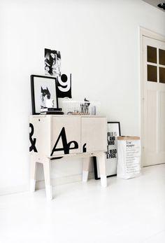 petit coup de typographie sur meuble de bois brut à chaussettes blanches : inspiration… (via 101Characters at Piet Hein Eek - Bloesem)