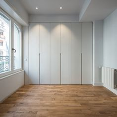 Discover recipes, home ideas, style inspiration and other ideas to try. Hall Wardrobe, Wardrobe Door Designs, Wardrobe Design Bedroom, Wardrobe Doors, Built In Wardrobe, Master Bedroom Design, Closet Bedroom, Closet Designs, Living Room Clocks