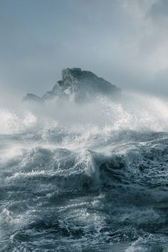 Marine (by David Baker) I love the weather on the ocean so pretty and yet so fierce at time Water Waves, Sea Waves, Ocean Storm, Nature Sauvage, Stormy Sea, All Nature, Sea And Ocean, Beautiful World, Mother Nature