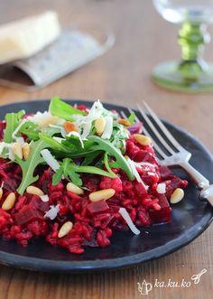 Rote-Beete Risotto mit Rucola, Ziegenkäse und Pinienkernen