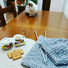 Knitting, Table, Furniture, Home Decor, Decoration Home, Tricot, Room Decor, Cast On Knitting, Stricken