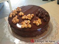 Τούρτα τριπλής σοκολάτας με κροκάν #sitagespareas #tourta #sokolata Sweet Tooth, Deserts, Sweets, Cooking, Cake, Food, Kitchen, Goodies, Desserts