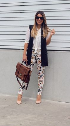 I love your style Office Outfits, Casual Outfits, Cute Outfits, Fashion Outfits, Vest Outfits For Women, Clothes For Women, Black Vest Outfit, Look Casual Chic, How To Wear Blazers