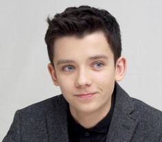 Asa Butterfield as: Kyde Cimon. Brown hair, gray-blue eyes. Pale complexion. Son of the protector of fire, belongs to the Kingdom of Legigodith.