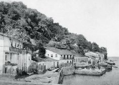 Porto da Gamboa, na Gamboa de Baixo, por volta de 1870.   Nota: o Porto das Vacas é outro e fica na direção inversa, atrás do Forte da Gamboa.