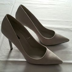 """Light Gray Point toe pumps Faux suede material. 4"""" heel. True to size. Worn once. Good, almost new condition. Shoes will arrive in a box. Forever 21 Shoes Heels"""