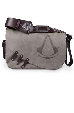 That Assassin's Creed Black Flag Leather Messenger Bag Jaysus, it's expensive tho Assassin's Creed Black, Assassins Creed Black Flag, Satsuriku No Tenshi, Nerd Geek, Things To Buy, Geek Stuff, Purses, Accessories, Men Accessories