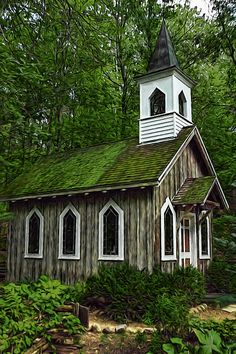 The Chapel in the Woods as it appeared in 2007 along the banks of the Crystal River in Waupaca, Wisconsin.