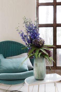 SO SCHÖNE BLUMEN GIBT'S! Kramer & Kramer bietet ein täglich frisches Sortiment ausgewählter Schnittblumen. Für Hochzeiten und alle denkbaren Feiern, die nach Blumenschmuck verlangen, stellen wir aufregende und ungewöhnliche Arrangements zusammen. Fad und gewöhnlich gibt's auch woanders. Glass Vase, Home Decor, Giving Flowers, Cut Flowers, Floral Headdress, Beautiful Flowers, Nice Asses, Lawn And Garden, Decoration Home