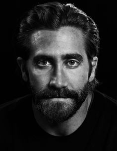 A new rumor suggests The Batman director Matt Reeves already has an actor in mind to replace current Batman star Ben Affleck. October Sky, Donnie Darko, Face Expressions, Jake Gyllenhaal, Celebrity Portraits, Black And White Portraits, Hollywood Actor, Male Face, Male Beauty