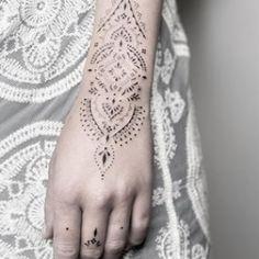 Floral Thigh Tattoos, Dot Tattoos, Body Art Tattoos, Tribal Tattoos, Tatoos, Thin Line Tattoos, Henna Tattoo Designs Arm, Pagan Tattoo, Bohemian Tattoo