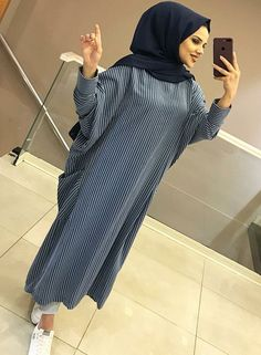 hijab fashion dress Source by dresses hijab Abaya Fashion, Muslim Fashion, Modest Fashion, Fashion Dresses, Fashion Fashion, Vintage Fashion, Casual Hijab Outfit, Hijab Chic, Abaya Mode