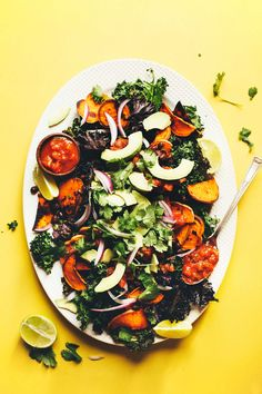 Kale Chip NACHOS with Black Beans, Sweet Potatoes and Avocado! A 30 minute #plantbased #glutenfree meal! #vegan #nachos #kale