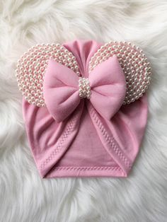Best 12 Finally our anticipated Minnie Turban is available! From our little Minnie collection our first Turban of the series – SkillOfKing. Baby Turban, Baby Bows, Baby Headbands, Diy Hair Bows, Knot Headband, Baby Boutique, Girl With Hat, Baby Decor, Baby Sewing
