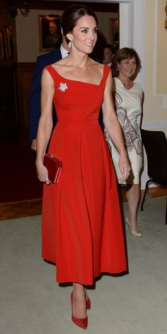 Kate Middleton style: the Duchess of Cambridge wearing a red Preen dress Moda Kate Middleton, Looks Kate Middleton, Estilo Kate Middleton, Kate Middleton Fashion, Kate Middleton Outfits, Jenny Packham, Duchess Kate, Duchess Of Cambridge, Royal Fashion