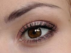 How to Make Dark Brown Eyes Pop! This is a new series of make-up looks for different eye colours. Natural Eye Makeup, Natural Eyes, Eye Makeup Tips, Hair Makeup, Makeup Ideas, Makeup Contouring, Makeup Hacks, Brown Eyes Pop, Makeup For Brown Eyes