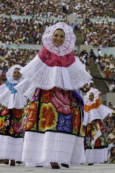 Mujer Tehuana, Guelaguetza, Oaxaca México.