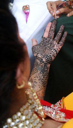 Work in progress! Navin Studio, Goa #weddingnet #wedding #india #indian #indianwedding #weddingdresses #mehendi #ceremony #realwedding #lehenga #lehengacholi #choli #lehengawedding #lehengasaree #saree #bridalsaree #weddingsaree #photoshoot #photoset #photographer #photography #inspiration #planner #organisation #details #sweet #cute #gorgeous #fabulous #henna #mehndi