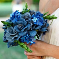 Beautiful Bride`s Bouquet Made From Old Jeans. It would be fun to put things that are important to you into your bouquet! (idk if jeans are, but it just sparked the idea) Denim Flowers, Fabric Flowers, Paper Flowers, Jean Crafts, Denim Crafts, Hydrangea Bouquet Wedding, Wedding Bouquets, Blue Bouquet, Wedding Flowers