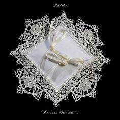 Cuscini Porta Fedi | Merletti merletto ad ago Aemilia Ars cuscini porta fedi cuscini porta anelli inserti per abiti da sera e da cerimonia biancheria ricamata