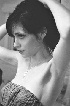 Zooey. If someone could sort it that I could look like her that would  be GREAT!