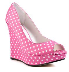 Image from http://www-static.weddingbee.com/pics/191414/shoes4.jpg.