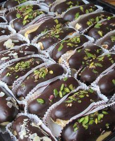 Chocolate Eclair Recipe, Chocolate Desserts, Profiteroles, Eclair Cake Recipes, Dessert Recipes, Homemade Eclairs Recipe, Pasta Cake, Recipe Mix, Turkish Recipes