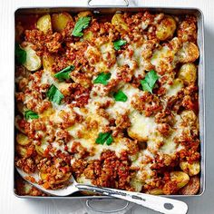 A bubbling bolognese bake with lean turkey mince and oozing cheese makes a midweek hero of a dish and will become a firm family favourite in no time. Minced Meat Recipe, Minced Turkey Recipes, Recipes With Chicken Mince, Healthy Turkey Mince Recipes, Easy Mince Recipes, Turkey Steak Recipes, Savoury Recipes, Turkey Soup, Turkey Dishes