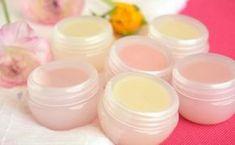 Prepara tu bálsamo labial con las esencias y colores que más te gusten.