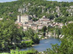 Vogüé en Ardèche - Château, Ardèche et falaise - Beaux villages de France