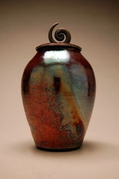 Love the lid on this one! clayguyry pottery   Found on ryanpetersraku.com