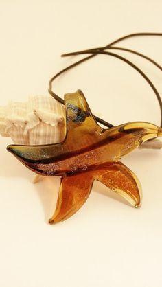Murano Glas - Seestern - Kette von Menara d'oro auf DaWanda.com Kitten Heels, Etsy, Beads, Shoes, Starfish, Neck Chain, Stars, Handmade, Beading