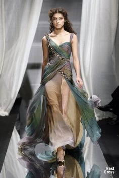 WOW. Soooo, if I ever needed to be a princess, this is what I'd wear! <3 Zuhair Murad 2007/2008