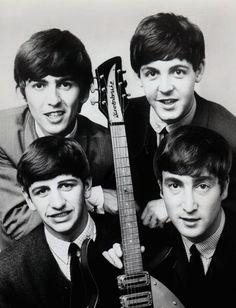 Dark Sweet Lady — All together now! Foto Beatles, Beatles One, Beatles Poster, Beatles Photos, Beatles Lyrics, Great Bands, Cool Bands, Liverpool, John Lennon Paul Mccartney