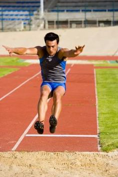 Muscular strength fitness: How to Improve Your Jumping Height in a Long Jump Jump Workout, Track Workout, Muscular Strength Exercises, Track And Field Events, Track Field, Proper Running Technique, Vertical Jump Training, Triple Jump, Running Techniques