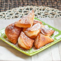 Mandazi, African Donuts- will be making these!Mandazi, African Donuts- will be making these! Churros, Donut Recipes, Dessert Recipes, Cooking Recipes, Vegan Yeast Donut Recipe, Party Desserts, Holiday Desserts, African Dessert, South African Recipes
