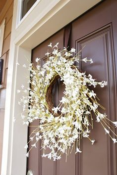 I am blown away by how versatile command hooks are. I just wish I had known some of these tricks a little earlier on. I find these command hook organization ideas really handy, and I know you will … Front Door Decor, Wreaths For Front Door, Door Wreaths, Front Porch, Front Doors, Command Hooks, Command Strips, Christmas Time, Christmas Wreaths