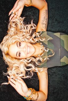 Girls From Earth: Photo Rita ora she is so beautiful and i love her songs Kenzo Sweater, Beautiful People, Beautiful Women, Rita Ora, Swagg, Her Style, Dress To Impress, Love Her, Curves