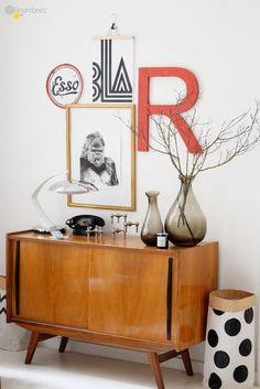 #Retro #Sideboard #Lettering #Wandgestaltung Anlässlich des Valentinstags stellt Euch Bloggerin Bianca von Wohnlust in einem Liebesbrief an Interior-Träume die zauberhafte Wohnung von Bloggerin Anikó vor ➯ Auf ROOMBEEZ zeigen wir Euch alle Bilder der Homestory!