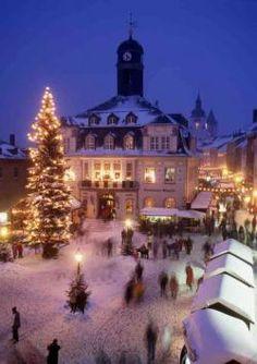 Der Schwarzenberger Weihnachtsmarkt - Christmas market Schwarzenberg Germany -- repinned by www.mybestgermanrecipes.com