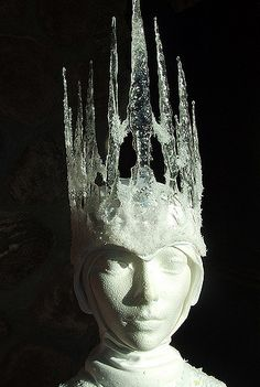 I really like how the artist made this ice crown. By making a base of a clear crown, she then used resin or some other clear material to drip it down over the base and form a natural looking icicle. I don't know what costume could use this idea, but I will find one.