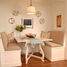 banquette seating (nice way to include TV-L)