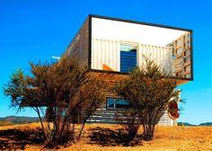 Casa construida con contenedores y tarimas de madera: https://www.homify.com.mx/libros_de_ideas/26770/casa-construida-con-contenedores-y-tarimas-de-madera