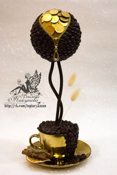 Coins as decor Wine Bottle Crafts, Bottle Art, Handmade Crafts, Diy And Crafts, Floating Tea Cup, Styrofoam Crafts, Teacup Crafts, Coin Display, Coin Art
