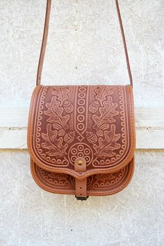 tooled light brown leather bag shoulder bag от petitJuJu на Etsy