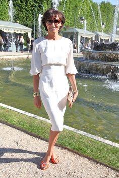 Inès de la Fressange au défilé Chanel croisière 2013 http://www.vogue.fr/defiles/street-looks/diaporama/street-looks-au-defile-chanel-croisiere-2013/8109/image/527173#ines-de-la-fressange